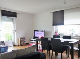Appartement composé d'un hall d'entrée, un séjour et une cuisine équipée. Ainsi que 3 chambres, une salle de bain +