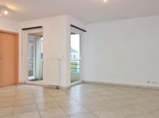 Bel appartement situé dans un quartier calme d'Arlon et à proximité des grands axes. Composé d'un hall d'entrée, un