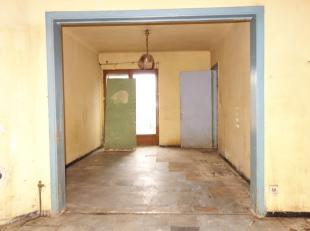 Maison située dans le centre-ville d'Arlon à rénover. Composée d'un hall d'entrée, un séjour-salle à