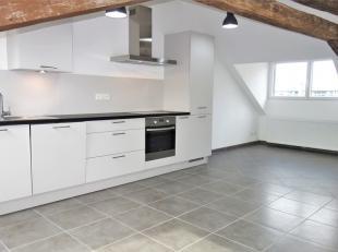 Appartement composé d'un hall d'entrée, un séjour - salle à manger et une cuisine entièrement équipée