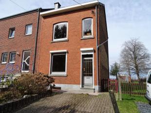 Huis met tuin dichtbij Bastogne en faciliteiten : scholen, winkels, openbaar vervoer,... Bestaat uit : inkomhal, woonkamer, eetkamer, keuken met achte