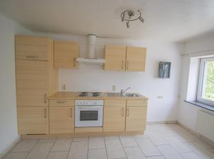 Très bien situé à 10 minutes de Libramont et ses facilités, voici un bon appartement 1 chambre, au premier étage, h