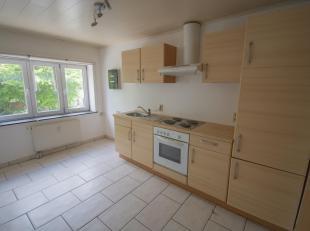 Très bien situé à 10 minutes de Libramont et ses facilités, voici au premier étage, un bon appartement 2 chambres,