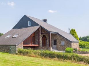 Honesty vous propose cette maison d'exception dans un cadre verdoyant. Située au cur de la nature, la bâtisse peut accueillir de nombreux