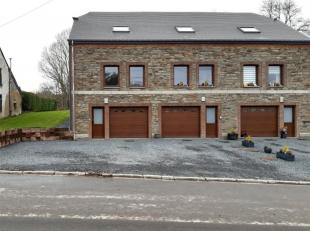 Cette jolie maison bel étage est située dans le village de Neuvraumont, à quelques minutes de Bertrix. Elle comprend: double gara