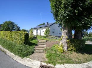 Honesty vous propose cette magnifique maison dans un cadre verdoyant. La très bonne orientation de la bâtisse vous apportera un soleil g&
