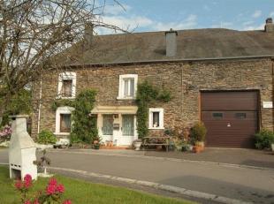 Belle maison ardennaise, en pierre de pays, 2 façades,  sur un terrain de 415 m² située dans le village de Noirefontaine, commune d