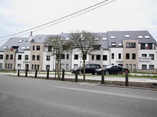 Ce superbe duplex 3 chambres, situé à La Hulpe, à deux pas du Grand Etang, fait partie d'un immeuble d'except