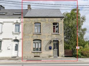Midden in Wellin, nabij alle voorzieningen, opent dit huis, dat met veel smaak volledig werd gerenoveerd, voor u heer deuren! Dit ideale woonhuis of b