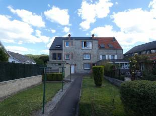 ANTOINE IMMOBILIER - 0477/52.10.65 (Spinoy Isabelle) vous propose cet immeuble composé de 3 appartements 2 chambres situé dans une petit