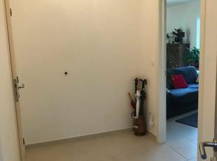 Bel appartement une chambre à louer dans le centre de Barvaux. <br /> L'appartement, en excellent état,  se compose comme suit : <br />