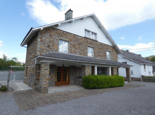 ANTOINE IMMO - 0470/28.11.39 - Faire offre à partir de 235.000 €<br /> Grande maison 4 façades en pierre de grès située da