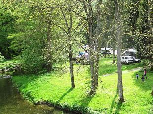 Terrain de campingde21.031 m2 dans un des plus beaux coins de l'Ardenne comprenant<br />  : sur + de 300 mde longen bord de rivi&egr