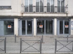 3 cellules commerciales neuves respectivement de 60, 63 et 86 m². Châssis Aluminium double vitrage. Toutes commodités Ventilation si