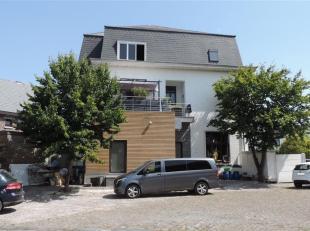 Superbe demeure située sur l'Avenue Montoise la plus prisée. Cette demeure actuellement à destination de restaurant très r