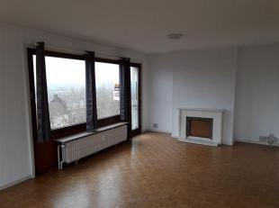 Agréable appartement deux chambres au 5ème étage avec ascenseur, garage et cave. Séjour très lumineux, hall, cuisin