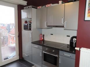 Très lumineux appartement 2 chambres de 100 m² situé au 6 ème étage, A 2 pas du centre ville et de toutes commodit&ea