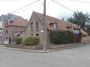 Superbe ensemble immobilier érigé sur 14 a 67 ca, idéalement situé et comprenant 9 logements à savoir une spacieuse
