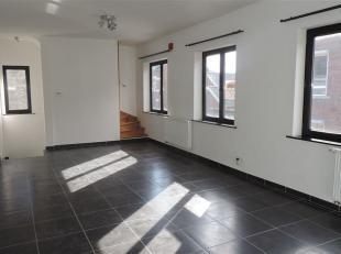 Agréable maison bel étage très lumineuse comprenant : hall d'entrée, spacieux séjour (40m²), cuisine super &ea
