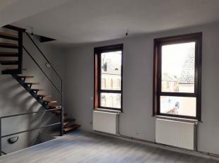 Lumineux duplex 3 chambres. Composé comme suit : Hall d'entrée au rez de chaussée, salon, salle à manger, cuisine é