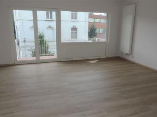 Au coeur de la ville, superbe appartement 2 chambres remis à neuf, avec terrasse, garage sécurisé et cave. Situé au deuxi&