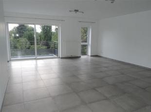 Idéal SHAPE, superbe appartement de standing, neuf, 2 chambres avec grande terrasse plein sud, parking privatif et cave. Composition: un grand