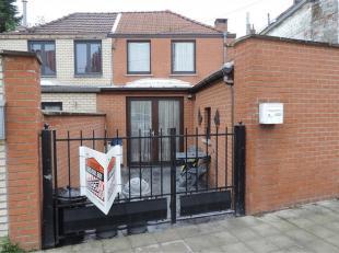 SOUS-COMPROMIS - PLUS DE VISITE !!! Agréable petite maison d'habitation en excellent état d'entretien située à 2 pas du ce