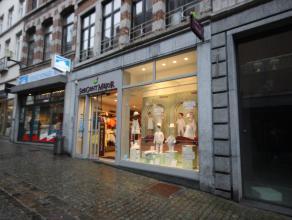 Mons rue de la Chaussée 63/65, immeuble commercial rénové entièrement en 2013 comprenant : REZ: surface commerciale avec 2