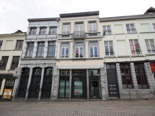 Mons Place du Marché aux Herbes 9. 2 appartements 1 ch. Comprenant chacun séjour, cuis. éq., sdb, 1ch. Libres d'occupation. PEB e