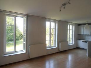 Spiennes,rue du Marais 13, appartement (duplex) dans un cadre campagnard, calme. Comprend: 1 living + 1 cuisine équipée (25m²) , wc