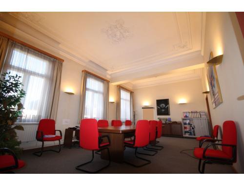 Kantoor te koop in Fayt-lez-Manage, € 355.000