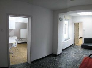 Mons rue des Trois Boudins 11, appartement (rez-de-chaussée) comp: Séjour, cuisine équipée, 2 chambres, salle de bains. pe