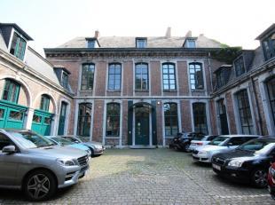 Mons - rue Terre du prince 17 . Bel espace de bureaux de +/- 300 m² situé au premier étage dans un bâtiment d'exception. Celu