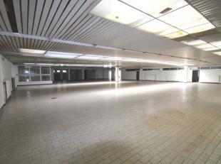 Mons -Bd Sainctelette 39. Idéalement situé, rez -de- chaussée commercial sur boulevard bénéficiant d'une superficie