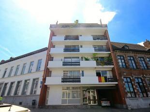 Mons, rue du Parc 17/8. Bel appartement de 95m² proche des universités , des grands axes routiers et du centre ville de Mons comprenant: h