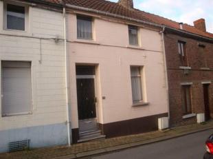 75.000euro hors frais Jolie maison de rangée avec garage et accès à l'arrière en bon état général com