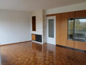 Appartement spacieux situé à Mons dans la Résidence très connue du «  Britannique »   Se composant comme suit