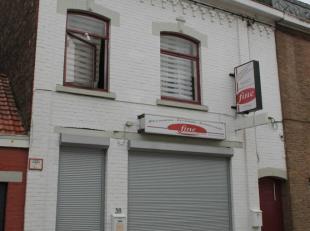 Grande maison 6 chambres avec entrepôt (ancienne boulangerie) et passage latéralOFFRE 102.000 EurosTRES BELLE OPPORTUNITEAproximit&eacute