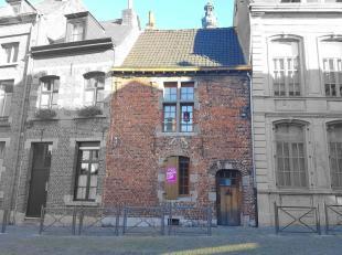 Bel Immeuble de rapport situé proche de toutes commodités (gare de Mons, commerces, écoles, axes autoroutiers). Cet immeuble est