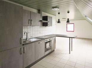 Bel APPARTEMENT rénové au 2nd étage se composant comme suit: Sas d'entrée, cuisine entièrement équipé