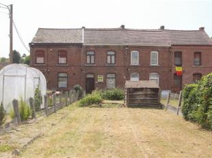 Bonne MAISON D'HABITATION 2F avec jardin et garage : Au rez: salon, salle à manger, véranda, cuisine, salle de bains, wc sépar&ea