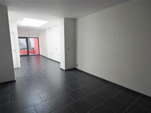 Parfaitement située en centre-ville, MAISON D'HABITATION 2F rénovée se composant comme suit: Au rez: pièce avant, living,