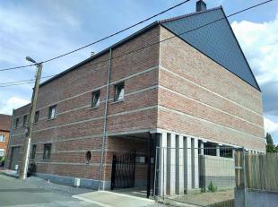 Dans un immeuble comprenant 5 appartements, un bel appartement comprenant hall d'entrée, grand living avec coin cuisine équipée,