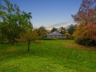 Située dans le bois Fichaux , cette propriété nichée dans un écrin de verdure promet calme et sérénit