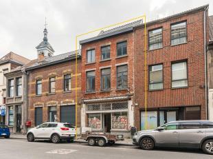 Immeuble à rénover situé en plein cur du centre ville de Mons dont la toiture a été entièrement rénov