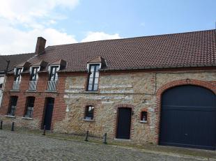 Belle maison dâhabitation mitoyenne de +/- 260 m² offrant de nombreuses possibilitÃÂs avec accÃÂs par l&ac