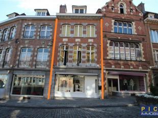 Élégant immeuble mixte, idéalement situé, très beau magasin à la décoration très soigné