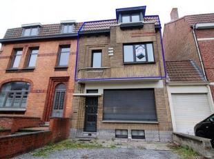 Bel appartement en Duplex avec  1 chambre et bureau, proche du centre ville.<br /> Composition: Hall d'entrée avec wc séparé, s&e