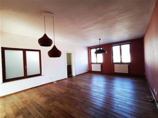Appartement 2-3 chambres avec balcon en plein centre-ville ! <br /> Composition : Situé au 2ème étage d'un bon immeuble à