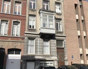 Bel appartement 1 chambre avec balcon couvert au 1er étage avec ascenseur<br /> Situé au 1er étage d'un immeuble bourgeois, un ap